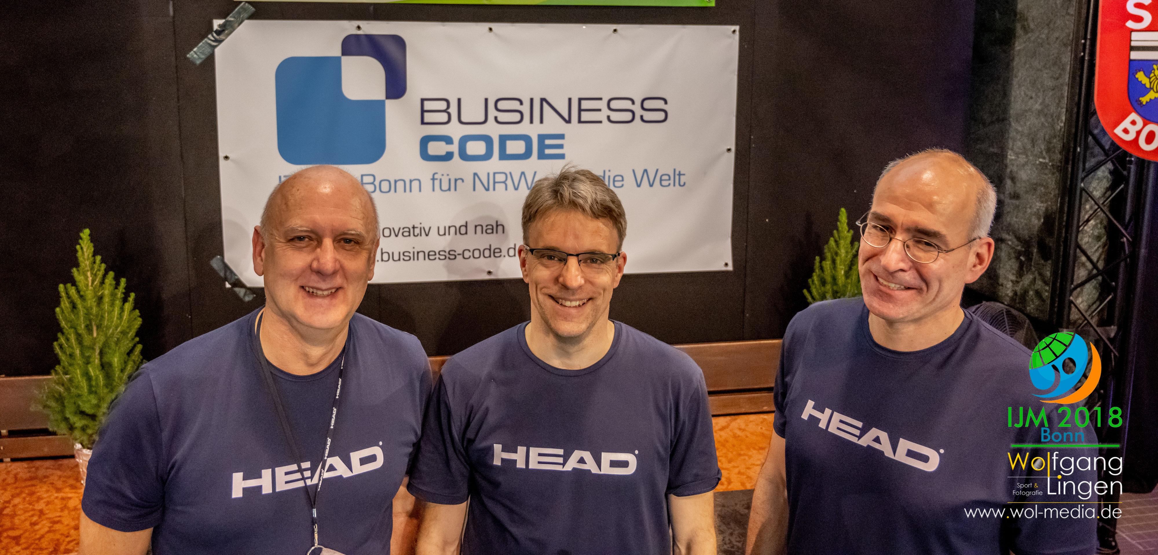 Jürgen Baro (Vorsitzender SSF Bonn), Martin Schulze (Geschäftsführer BusinessCode) und Georg Wambach (Abteilungsleiter Schwimmen)